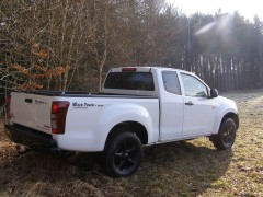 "D-MAX WorkTruck in ""Splash White"""